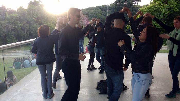 Rueda en el Parque em um final de tarde no Museu Oscar Niemeyer.