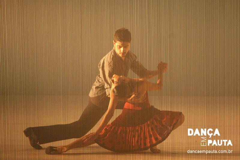 Cena do espetáculo Dolores, da Mimulus Cia de Dança. | Foto: Daniel Tortora/Dança em Pauta