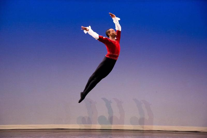 O bailarino Thiago Vínicius no palco do YAGP 2017, em Nova York.   Foto: Taylor Brandt
