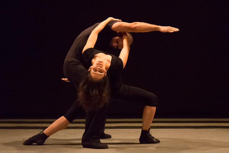 Cena do espetáculo Pretérito Imperfeito, da Mimulus Cia de Dança. | Foto: Guto Muniz/divulgação