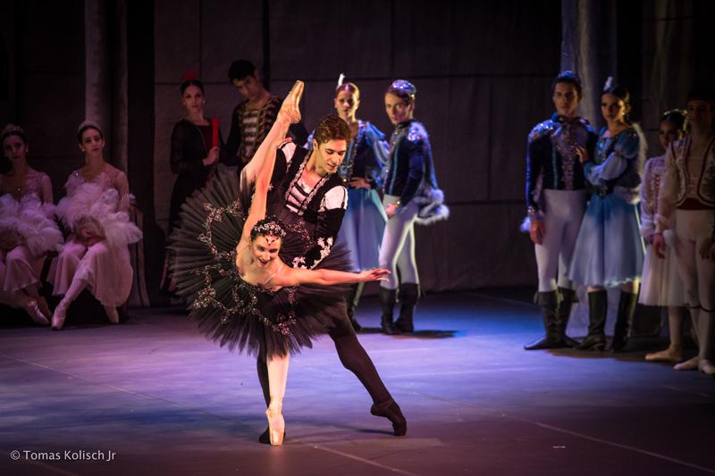 Paula Penachio, primeira bailarina do Ballet National de Sodre, em Montevidéu, faz participação especial no espetáculo.