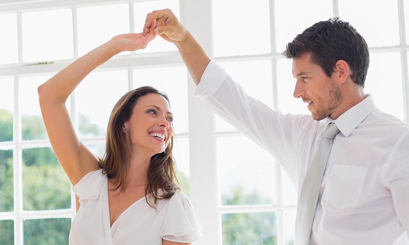 aba_private-class_couple-in-white