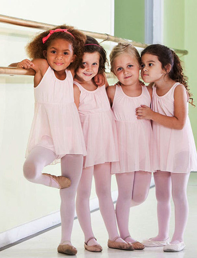 ballerinas-kids_hug