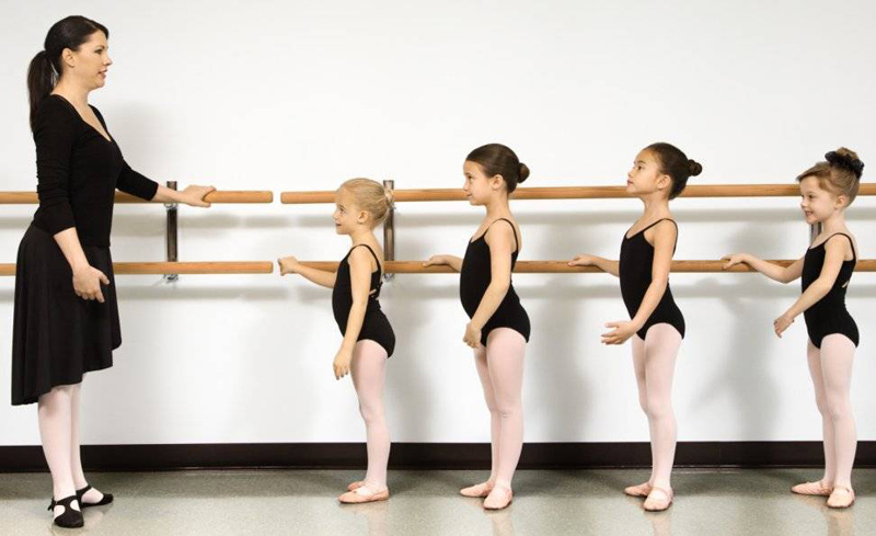 ballet-class_kids-and-teacher