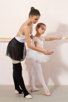 teacher-student_kid-ballet-class