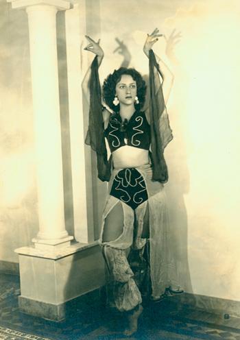 Angel Vianna em Odalisca. Belo Horizonte, 1950. | Foto: Acervo Angel Vianna