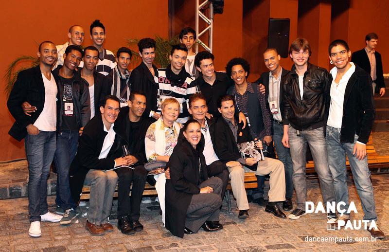 Bienal Internacional de Dança de Curitiba (2012): Eleonora, Wanderley, Jair Moraes e membros de sua Cia Masculina.