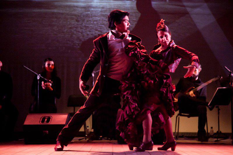 O bailaor em cena do premiado espetáculo Las Cuatro Esquinas, da Cia Del Puerto.