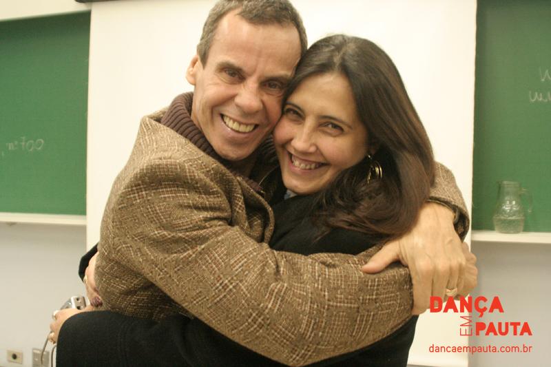 Carlinhos de Jesus, grande apoiador do curso, com a coordenadora da pós, Gracinha Araújo.   Foto Déborah Godoy/Dança em Pauta
