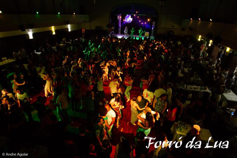 Espaço para dança e música ao vivo de qualidade: receita de sucesso do Forró da Lua Cheia.